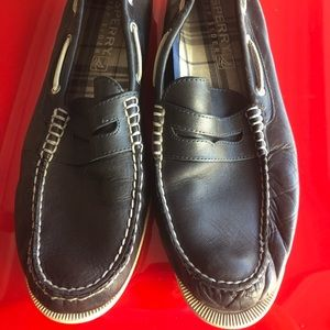 Navy blue men's Sperry loafers boat shoes